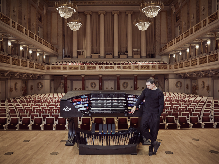 Cameron Carpenter & International Touring Organ